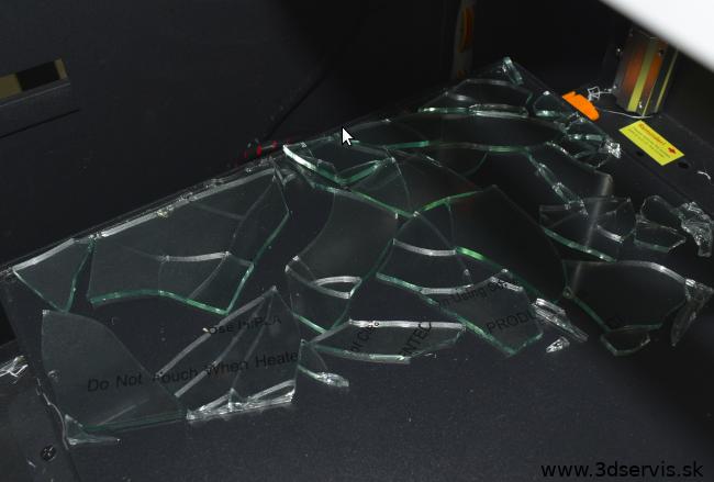 rozbite sklo